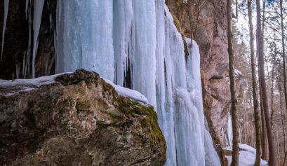 Hinanger-Wasserfall-Winter